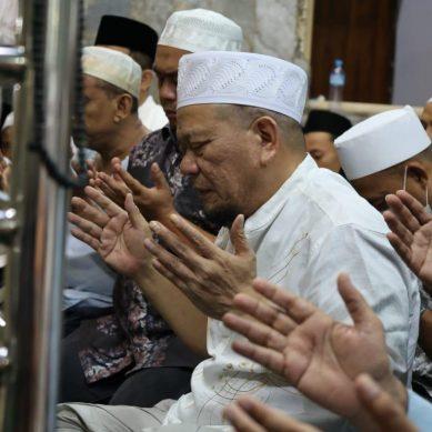 Berita Foto : Ketua DPD RI Ziarah Ke Makam Habib Abdullah Bin Mukhsin Al Attas