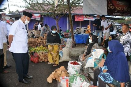 Gubernur Mahyeldi : Bantuan Sosial Bantu Tingkatkan Imun Masyarakat