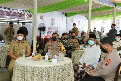 Kapolda Jateng Berikan Bantuan Sembako Dari Alumni Akpol 97 Ke Ponpes Ari Kaliwungu