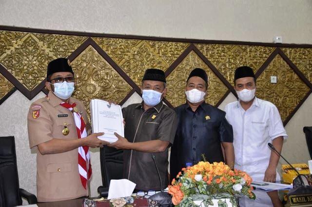 Paripurna DPRD Kota Padang, Wako Hendri Septa Sampaikan RAPBDP Tahun 2021
